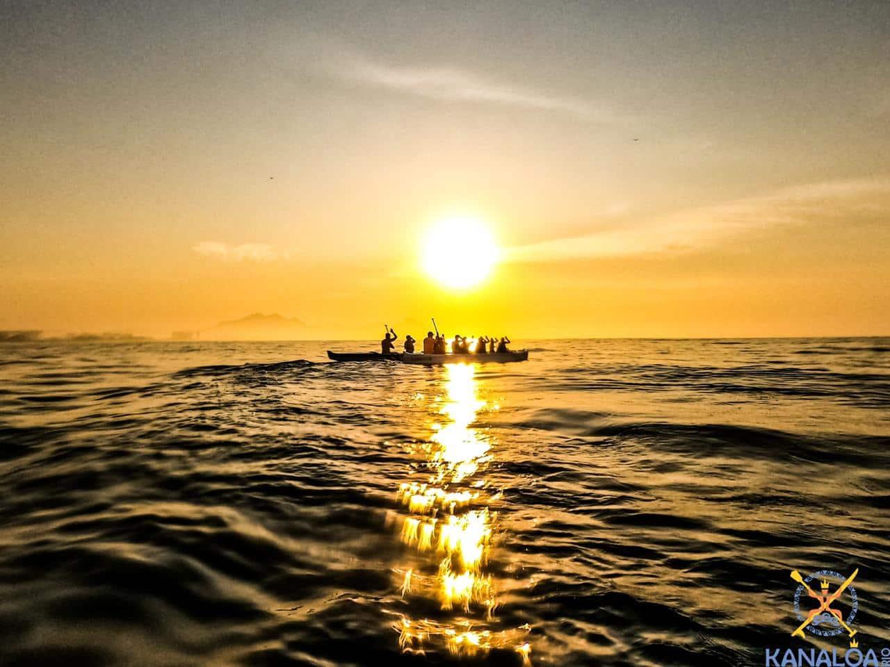 Passeio Turístico de Canoa Havaiana Nascer do Sol