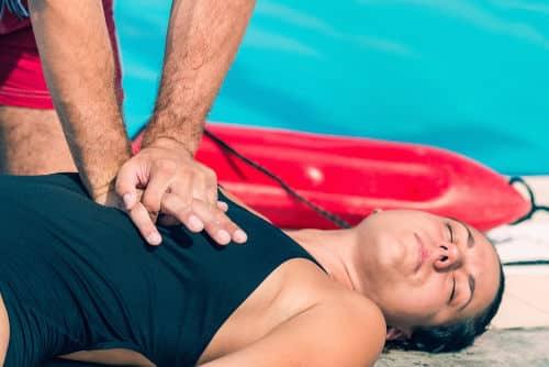 Como realizar primeiros socorros em vítimas de afogamento?